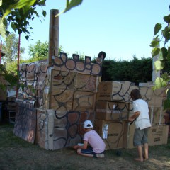 Kluci staví hrad!